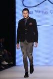 Kan Yunus Cetinkaya Catwalk in Mercedes-Benz Fashion Week Istanb Royalty-vrije Stock Foto's