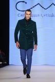 Kan Yunus Cetinkaya Catwalk in Mercedes-Benz Fashion Week Istanb Stock Afbeelding