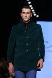 Kan Yunus Cetinkaya Catwalk in Mercedes-Benz Fashion Week Istanb Royalty-vrije Stock Fotografie