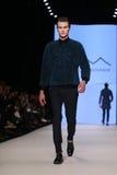 Kan Yunus Cetinkaya Catwalk in Mercedes-Benz Fashion Week Istanbul Stock Afbeelding
