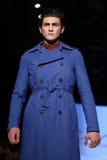 Kan Yunus Cetinkaya Catwalk in Mercedes-Benz Fashion Week Istanbul Royalty-vrije Stock Foto