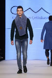 Kan Yunus Cetinkaya Catwalk in Mercedes-Benz Fashion Week Istanbul Stock Foto's