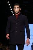 Kan Yunus Cetinkaya Catwalk in Mercedes-Benz Fashion Week Istanbul Royalty-vrije Stock Fotografie