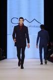 Kan Yunus Cetinkaya Catwalk in Mercedes-Benz Fashion Week Istanbul Stock Foto