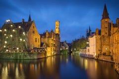 Kanał Bruges przy błękitną godziną, Belgia Zdjęcia Royalty Free
