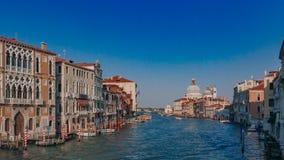 Kanał Grande i Santa Maria della Salutujemy kościół od Ponte dell ` zdjęcia stock