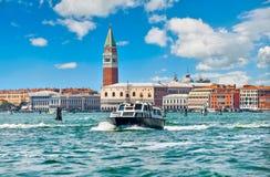Kanał Grande St Mark ` s dzwonnica Wenecja Włochy Zdjęcia Royalty Free
