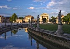 Kanał Prato della Valle kwadrat, Padua, Włochy Zdjęcie Royalty Free