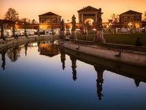 Kanał Prato della Valle kwadrat przy zmierzchem, Padua, Włochy Obraz Royalty Free
