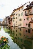 Kanał przy Annecy, Francja Obraz Royalty Free