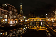 Kanał w Historycznym Holenderskim mieście Leiden Obrazy Stock