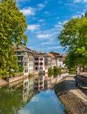 Kanał w Małym Francja terenie, Strasburg, Francja zdjęcia stock