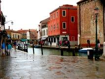 Kanał w Murano, Włochy, w deszczowym dniu zdjęcia royalty free