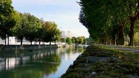 Kanał w Reims, Francja zbiory