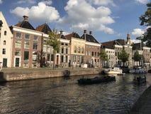 Kanał z łodziami wokoło starego miasteczka zdjęcie royalty free