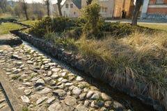 Kanał z wiosny wodą w mieście Sabile w Latvia zdjęcie royalty free