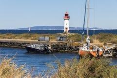 Kanał du Midi i Les Onglous latarnia morska, Agde, Francja Obraz Stock