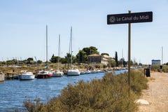 Kanał du Midi i Les Onglous latarnia morska, Agde, Francja Fotografia Royalty Free