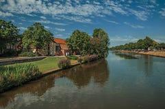 Kanał który otacza centrum miasta Bruges Zdjęcie Royalty Free