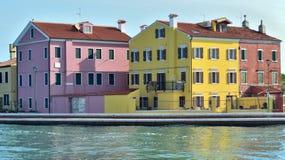 Kanałowi i kolorowi budynki w Burano wyspie, Wenecja Zdjęcie Royalty Free