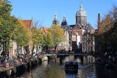 Kanał w jesieni w Amsterdam, Holandia Zdjęcia Stock