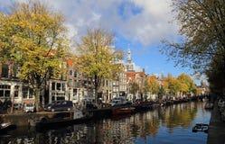 Kanał w jesieni w Amsterdam, Holandia Zdjęcia Royalty Free