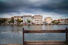 Kanał w Wenecja i czarnych podeszczowych chmurach zdjęcia stock