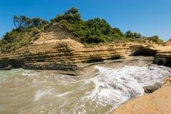 Kanaal d'amour met golven op het eiland van Korfu stock afbeelding