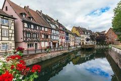 Kanaal in de stad van Colmar royalty-vrije stock afbeeldingen