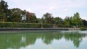 Kanaal in de stad van Reims, Frankrijk stock videobeelden