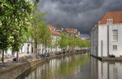 Kanaal in Delft, Holland Royalty-vrije Stock Afbeeldingen