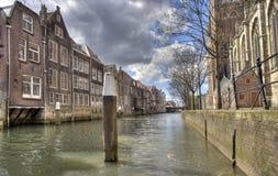 Kanaal in Dordrecht, Holland Stock Afbeeldingen