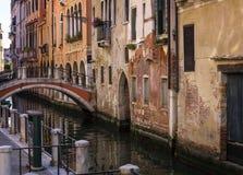 Kanaal en brug-Venetië Stock Fotografie