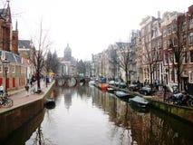 Kanaal en gebied van Oudezijds Voorburgwal, Amsterdam Amsterdam, Holland, Nederland stock afbeelding