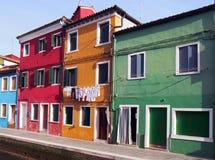Kanaal en typische geschilderde huizen in Burano Royalty-vrije Stock Foto