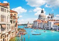 Kanaal Grande en Basiliekdi Santa Maria della Salute, Venetië, Italië Stock Foto's