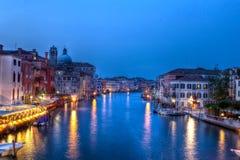 Kanaal Grande, Venezia, in de avond Stock Fotografie