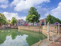 Kanaal in historisch stadscentrum van Zierikzee, Nederland Stock Fotografie