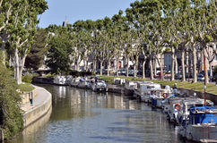 Kanaal in Narbonne in Frankrijk stock foto