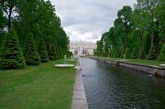 Kanaal in Peterhof-Paleis Stock Afbeelding