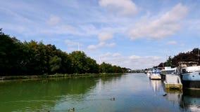 Kanaal in Reims, in Frankrijk stock videobeelden