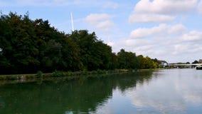 Kanaal in Reims, in Frankrijk stock video