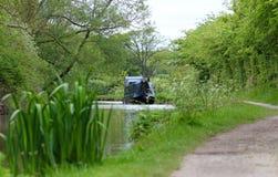Kanaal Smalle die Boot op Tow Path wordt vastgelegd Royalty-vrije Stock Afbeelding