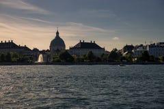 Kanaal voor de Kerk van Frederik ` s in Schemering, Kopenhagen, Denemarken Royalty-vrije Stock Foto's