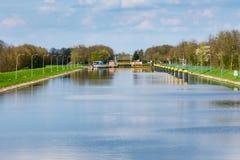 Kanaalslot op de rivier Weser dichtbij Sebbenhausen Stock Afbeeldingen