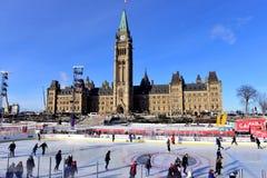 Kanada 150 åka skridskor isbana på parlamentkullen Royaltyfri Fotografi