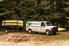 Kanada Algonquin park narodowy 30 09 2017 Parkował transporter kajakowa wynajem usługa przy jeziora dwa rzek obozowiskiem Obrazy Royalty Free