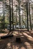 Kanada Algonquin park narodowy 30 09 2017 RV obozowicza jeziora dwa rzek obozowiska lasu Parkujący Piękny naturalny krajobraz Fotografia Royalty Free