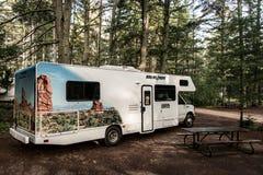 Kanada Algonquin park narodowy 30 09 2017 RV obozowicza jeziora dwa rzek obozowiska lasu Parkujący Piękny naturalny krajobraz Obrazy Stock