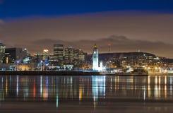 Kanada cityscapemontreal natt över flodplats Arkivfoton